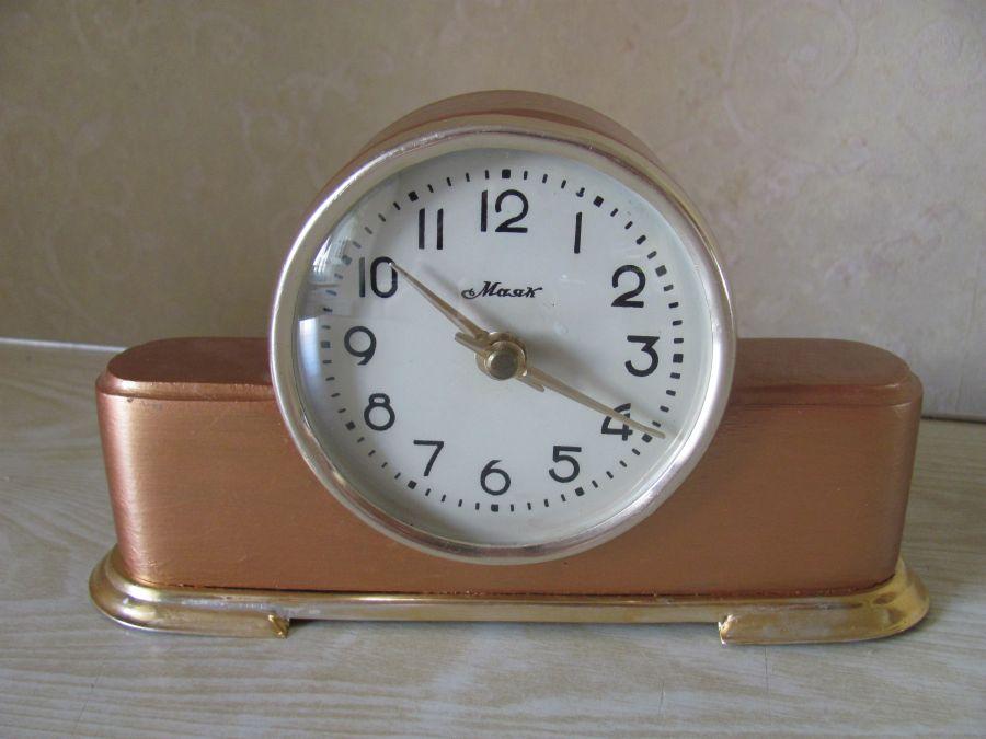 Разумеется, чем выше класс точности и больше число камней, тем дороже часы.