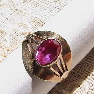 Кольцо с красным камнем. Серебро 875, ''звезда''. Вес изделия 2,9 грамм.