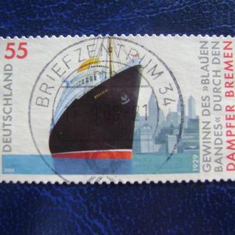 """Германия. Пассажирский ship """"Бремен"""" перед городским пейзажем Нью-Йорка"""