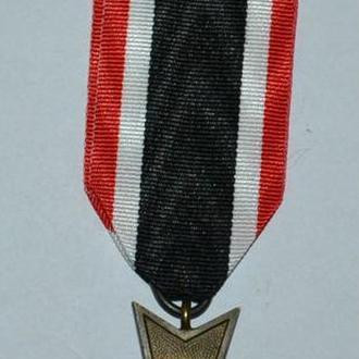 Крест За военные Заслуги без Мечей.