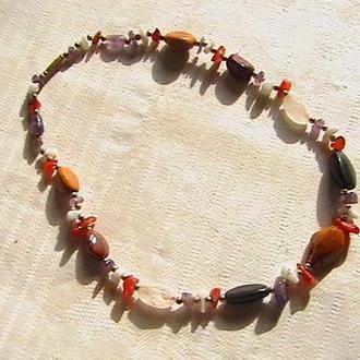 Ожерелье винтажное. Натуральные камни. Длина 49 см. Вес 52,5 грамм.