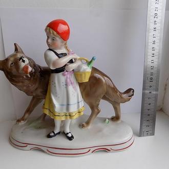 Статуэтка Красная Шапочка и Волк ГДР Германия h - 19 см длина - 21 см
