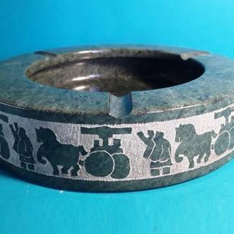 Пепельница камень гравировка Лошади