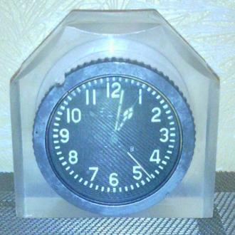 Авиационные часы настольные в обрамлении