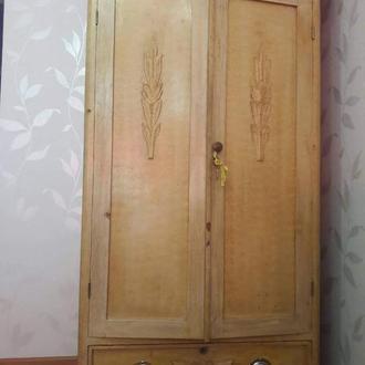 Шкаф двухстворчатый с резьбой