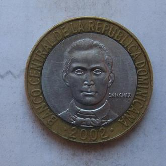 ДОМИНИКАНСКАЯ РЕСПУБЛИКА, 5 песо 2002 г. (БИМЕТАЛЛ).