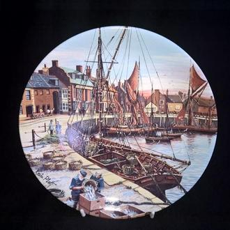 Тарелка коллекционная Poole Potteri England *WELLS-NEXT..*№4 (крепление)