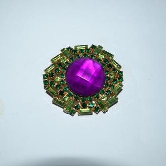 интересная брошь с крупным камнем и россыпью камней отличное состояние винтаж