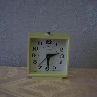 Часы настольные, будильник  СССР