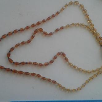 Старинное ожерелье из прозрачного янтаря разных оттенков. Длина нитей
