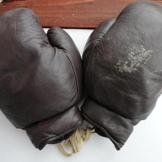 Боксерские перчатки + лапа боксерская. Германия