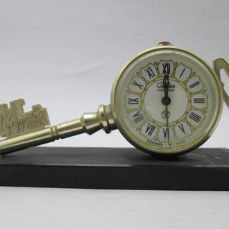 Часы будильник Слава Ключ Москва СССР