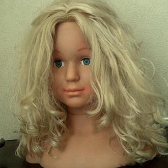 Бюст звездной блондинки
