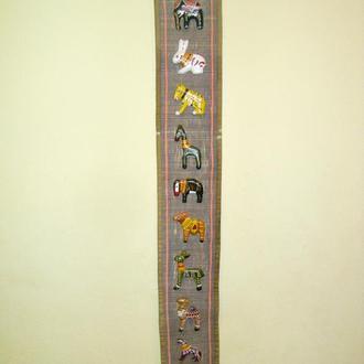 Панно на льне вертикальное с фигурками животных! Винтаж! Германия!