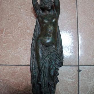 Скульптура старинная купальщица