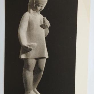 Открытка За мирную семилетку  Круминя статуэтка девочка птичка