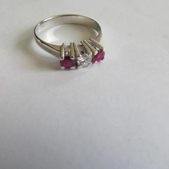 Кольцо золотое 585 пробы с рубином и бриллиантом