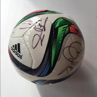 Мяч с автографами Сергея Реброва и Винченцо Монтеллы
