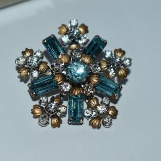 шикарная брошь цветок камни позолоченные лепестки металл в коробочке винтаж