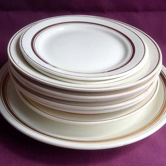 Блюдо и набор тарелок  Золотой кант. 9 предметов. Фаянс, Буды.