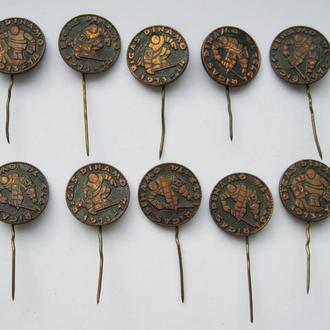 ХОККЕЙ = ДИНАМО - РИГА = ХОККЕИСТЫ - № 1, 2, 3, 8, 11, 14, 16, 18, 19, 20 = 10 значков в тяж.металле