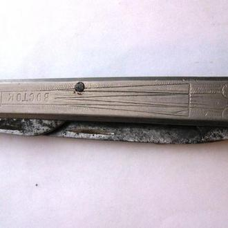 Складной титановый нож Восток 60-е годы СССР приуроченный к полету Юрия Гагарина в космос
