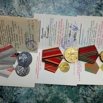 Медали и документы на 1 фамилию