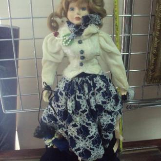 игрушка детская кукла фарфоровая девочка с зонтиком 45см