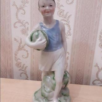 Фарфоровая статуэтка городница СССР  мальчик с арбузами