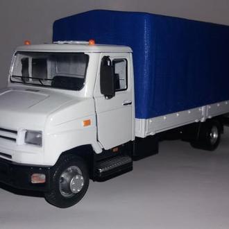 Масштабная модель ЗИЛ-5301 «Бычок» с тентом