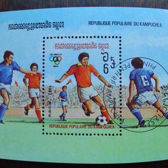 Камбоджа.1983г. Чемпионат мира по футболу. Почтовый блок.