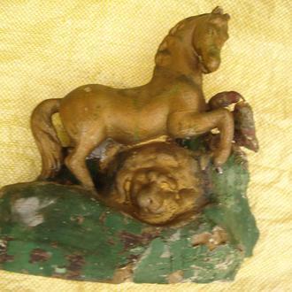 Кінь долає лева