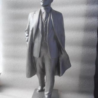 Скульптура Ленин в плаще с кепкой. Рука опущена вниз Редкий. СССР