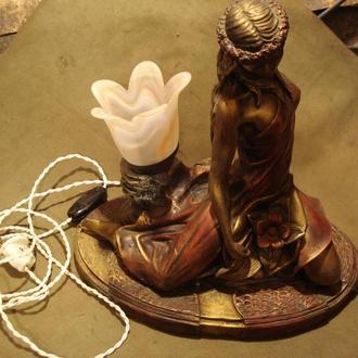 Настольна  лампа ДІВЧИНА-ЛІЛЕЯ