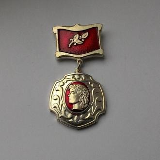 знак медаль заслужений лікар України