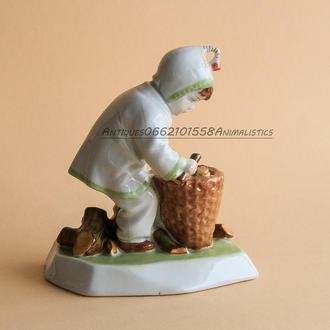 фарфоровая статуэтка Zsolnay Венгрия Ребенок с хворостом