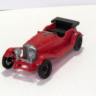 Mercedes Benz 1928 пластик красная
