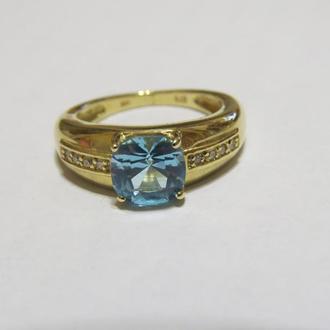 Золотое кольцо 375 пробы с голубым топазом и бриллиантом