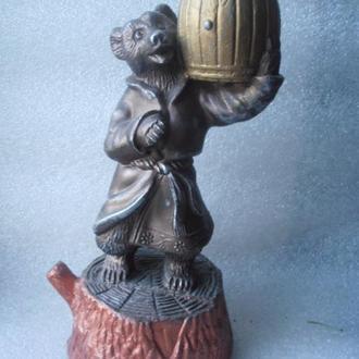 Статуэтка Медведь с корзиной.СССР