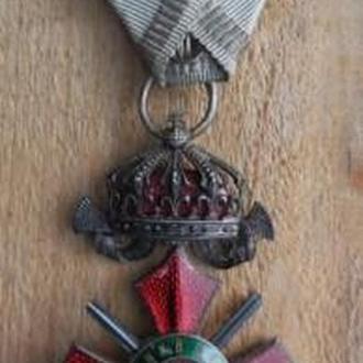 Болгария.Орден военных заслуг 5 класса с короной и мечами в родном футляре.Очень редкий орден.