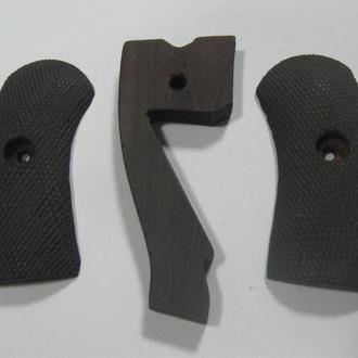 Деревянные накладки на револьвер, наган
