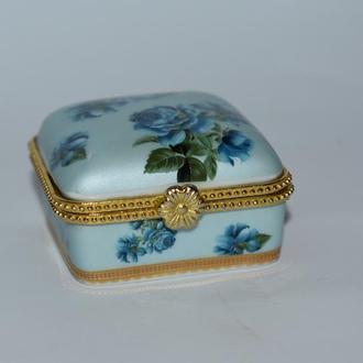 очень красивая миниатюрная шкатулка с узорами фарфор позолота винтаж