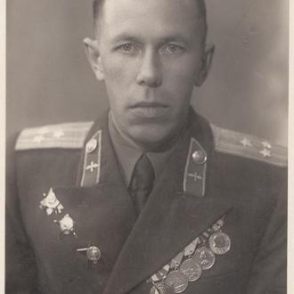 Полковник ВВС с наградами.