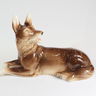 фарфорова статуетка собака
