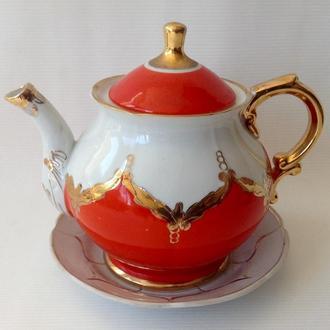 Чайник  заварочный  Бутон  и блюдце. Фарфор, позолота.