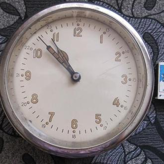 Часы корабельные каютные морские.