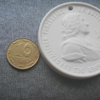 Медаль фарфор посвящена И. Ф. Бёттгеру немецкий алхимик, изобретатель европейского фарфора 40мм.