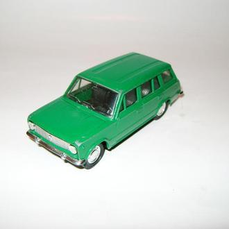 Коллекционная модель автомобиля ВАЗ 2102 Жигули (Саратов 1/43)