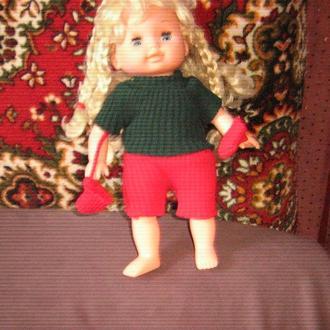 кукла с шестью косичками  и рукавичками