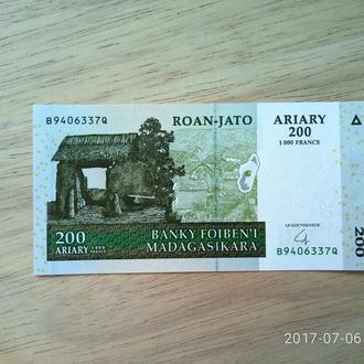 Мадагаскар 200 ариари 2004